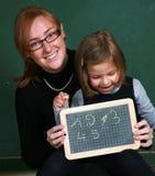 Ευτυχής δάσκαλος με το νέο κορίτσι στοκ εικόνες με δικαίωμα ελεύθερης χρήσης