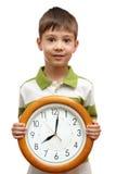 ευτυχής εκμετάλλευση ρολογιών παιδιών Στοκ Φωτογραφία