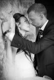 ευτυχής εκλεκτής ποιότητας γάμος ημέρας ζευγών ιματισμού στοκ εικόνες με δικαίωμα ελεύθερης χρήσης