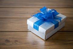 ευτυχής επέτειος Chri ευχετήριων καρτών διακοπών Χριστουγέννων κιβωτίων δώρων Στοκ φωτογραφία με δικαίωμα ελεύθερης χρήσης