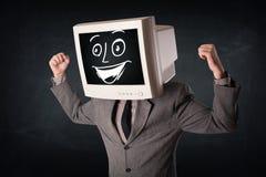 Ευτυχής επιχειρηματίας με ένα κεφάλι οργάνων ελέγχου PC και ένα πρόσωπο smiley Στοκ Φωτογραφίες
