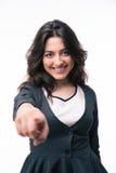 Ευτυχής επιχειρηματίας που δείχνει το δάχτυλο στη κάμερα Στοκ εικόνες με δικαίωμα ελεύθερης χρήσης