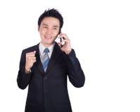 Ευτυχής επιχειρηματίας που μιλά στο smartphone που απομονώνεται στο λευκό Στοκ Εικόνες