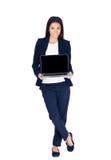 Ευτυχής επιχειρηματίας που παρουσιάζει κενή οθόνη lap-top Στοκ Εικόνα