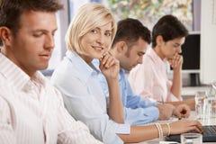 Ευτυχής επιχειρηματίας στην επιχειρησιακή συνεδρίαση Στοκ εικόνα με δικαίωμα ελεύθερης χρήσης
