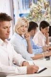 Ευτυχής επιχειρηματίας στην επιχειρησιακή συνεδρίαση Στοκ Φωτογραφίες