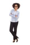 Ευτυχής επιχειρησιακή γυναίκα αφροαμερικάνων που απομονώνεται στο λευκό Στοκ φωτογραφία με δικαίωμα ελεύθερης χρήσης