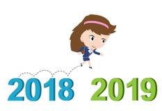 Ευτυχής επιχειρησιακή γυναίκα που τρέχει από το 2018 ως το 2019, νέα έννοια επιτυχίας έτους, Στοκ Φωτογραφία