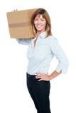 Ευτυχής επιχειρησιακή κυρία με ένα κιβώτιο στον ώμο της Στοκ εικόνες με δικαίωμα ελεύθερης χρήσης