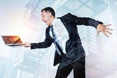 Ευτυχής ευχαριστημένος επιχειρηματίας που εκφράζει την ευτυχία του στοκ εικόνες