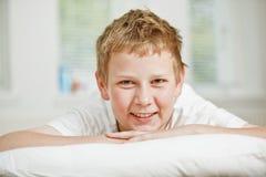 ευτυχής εφηβικός αγοριώ Στοκ Εικόνα