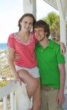 ευτυχής εφηβικός ζευγώ&nu Στοκ εικόνες με δικαίωμα ελεύθερης χρήσης