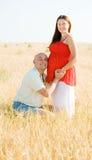 ευτυχής ζευγών παντρεμέν&om Στοκ εικόνα με δικαίωμα ελεύθερης χρήσης
