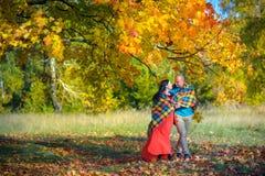 ευτυχής ζευγών παντρεμέν&om Στοκ εικόνες με δικαίωμα ελεύθερης χρήσης