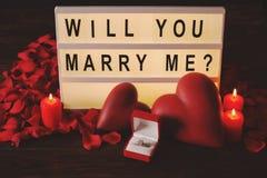 Ευτυχής ημέρα βαλεντίνων ` s/θα με παντρεψετε έννοια Διατύπωση, εγγραφή, καλλιγραφία, πηγή Στοκ Εικόνες