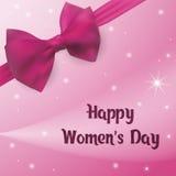 Ευτυχής ημέρα γυναικών ` s Ευχετήρια κάρτα με το ρόδινες τόξο και την κορδέλλα Στοκ Φωτογραφίες