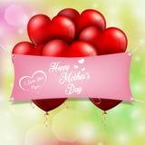 Ευτυχής ημέρα μητέρων με τις κόκκινες καρδιές μπαλονιών Στοκ εικόνα με δικαίωμα ελεύθερης χρήσης