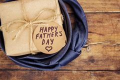 Ευτυχής ημέρα πατέρων ` s Συγχαρητήρια στοκ φωτογραφία με δικαίωμα ελεύθερης χρήσης