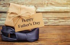 Ευτυχής ημέρα πατέρων ` s Συγχαρητήρια στοκ εικόνα με δικαίωμα ελεύθερης χρήσης