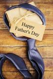 Ευτυχής ημέρα πατέρων ` s Συγχαρητήρια στοκ φωτογραφία