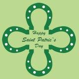 Ευτυχής ημέρα του ST Πάτρικ με τα πέταλα με μορφή ενός πράσινου τριφυλλιού στοκ εικόνες με δικαίωμα ελεύθερης χρήσης