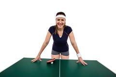 Ευτυχής θηλυκός αθλητής που κλίνει στο σκληρό πίνακα Στοκ εικόνα με δικαίωμα ελεύθερης χρήσης
