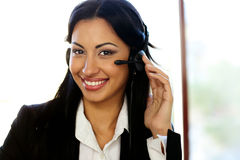 Ευτυχής θηλυκός χειριστής υποστήριξης πελατών Στοκ Εικόνα