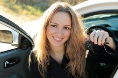 Ευτυχής ιδιοκτήτης ενός νέου αυτοκινήτου Στοκ Εικόνα