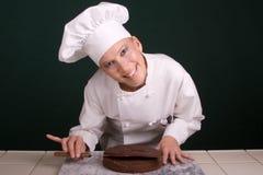 ευτυχής ισοπέδωση κέικ στοκ φωτογραφία