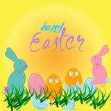 Ευτυχής κάρτα Πάσχας με τα αυγά, τη χλόη, τα κοτόπουλα και το κουνέλι Στοκ Φωτογραφίες