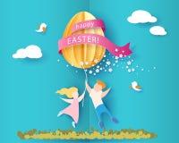 Ευτυχής κάρτα Πάσχας με τα παιδιά, τα λουλούδια και το αυγό Στοκ φωτογραφίες με δικαίωμα ελεύθερης χρήσης