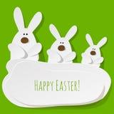 Ευτυχής κάρτα τρία Πάσχας λαγουδάκια σε ένα πράσινο υπόβαθρο διανυσματική απεικόνιση