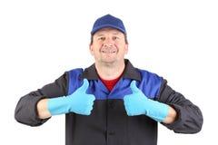 Ευτυχής και ευτυχής εργαζόμενος με τους αντίχειρες επάνω. Στοκ φωτογραφία με δικαίωμα ελεύθερης χρήσης
