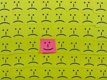 Ευτυχής και δυστυχισμένη έννοια Υπόβαθρο των κολλωδών σημειώσεων Στοκ Εικόνες