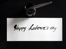 Ευτυχής καλλιγραφία ημέρας εργασίας ` s και lattering κάρτα Τοπ άποψη με το calligraph στη δεξαμενή μελανιού στοκ εικόνα