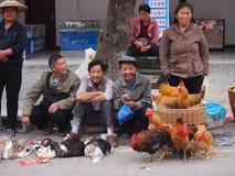Ευτυχής Κινεζικός λαός στην αγορά Στοκ εικόνα με δικαίωμα ελεύθερης χρήσης