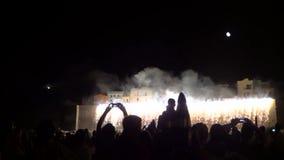 Ευτυχής λαμπρός εορτασμού νύχτας πυροτεχνημάτων φιλμ μικρού μήκους