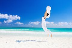 ευτυχής λευκή γυναίκα σαρόγκ Στοκ εικόνα με δικαίωμα ελεύθερης χρήσης