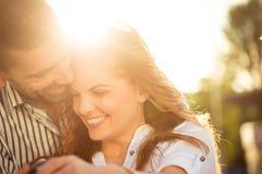 Ευτυχής μαζί - ζεύγος ερωτευμένο Στοκ Φωτογραφία