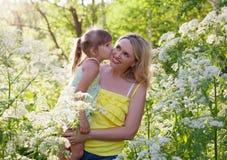 ευτυχής μητέρα κατσικιών Στοκ Φωτογραφία