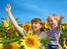 ευτυχής μητέρα κορών Στοκ Φωτογραφίες