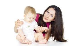 Ευτυχής μητέρα με ένα μωρό που απομονώνεται Στοκ εικόνες με δικαίωμα ελεύθερης χρήσης