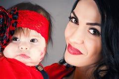 Ευτυχής μητέρα με το μωρό Στοκ Εικόνες