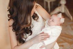 ευτυχής μητέρα μωρών νεογέννητη Στοκ Φωτογραφία