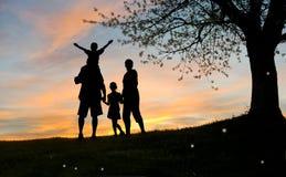 ευτυχής μητέρα οικογεν&eps στοκ φωτογραφία με δικαίωμα ελεύθερης χρήσης