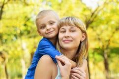 ευτυχής μητέρα παιδιών Στοκ Φωτογραφίες