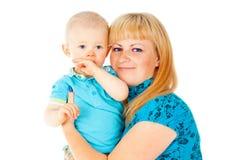 Ευτυχής μητέρα που κρατά ένα παιδί Στοκ Εικόνα