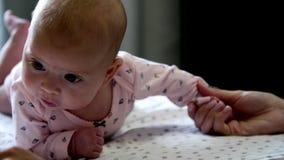 Ευτυχής μπαμπάς και ευτυχές μωρό απόθεμα βίντεο
