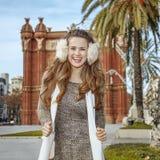 Ευτυχής μόδα-έμπορος κοντά Arc de Triomf στη Βαρκελώνη, Ισπανία Στοκ εικόνες με δικαίωμα ελεύθερης χρήσης