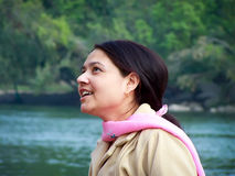 Ευτυχής νέα ασιατική γυναίκα Στοκ φωτογραφία με δικαίωμα ελεύθερης χρήσης